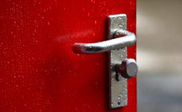Drzwi antywłamaniowe - o czym należy pamiętać przy ich wyborze?