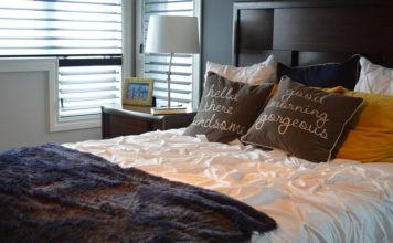 Jak układać poduszki dekoracyjne na sofie?